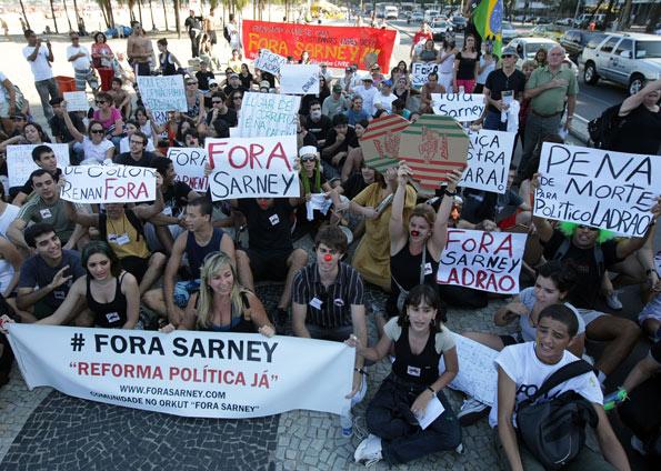 """Manifestações tomam conta das ruas do país, pedindo """"Fora Sarney!"""""""