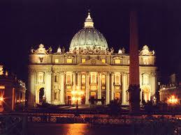 Imagem noturna da Basílica de São Pedro e São Paulo, Roma