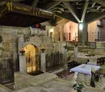 Nazaré, cripta da igreja da Anunciacao, gruta a esquerda