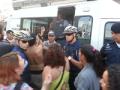 """Polícia intervém e prende """"vadia"""" desmamicada que atenta contra o pudor."""
