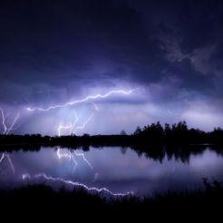 Instabilidade, fúria, medo, solidão, água, tempestade, raios (local desconhecido)