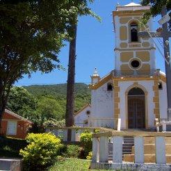Igreja da localidade de Enseada do Brito do séc. XVII, uma das mais antigas de Santa Catarina