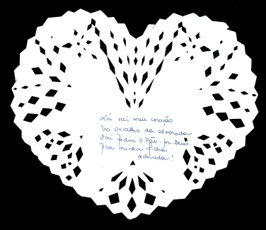 Créditos: Coração de pão-por-deus, recortado por Carolina de Assis (jornalista). Versos: Norma Bruno (escritora). Site: https://normabruno.wordpress.com/.