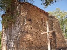 Ruínas de uma antiga igreja construída por jesuítas e índios no ´sec. XVII (Barra do Guaicuí - MG)