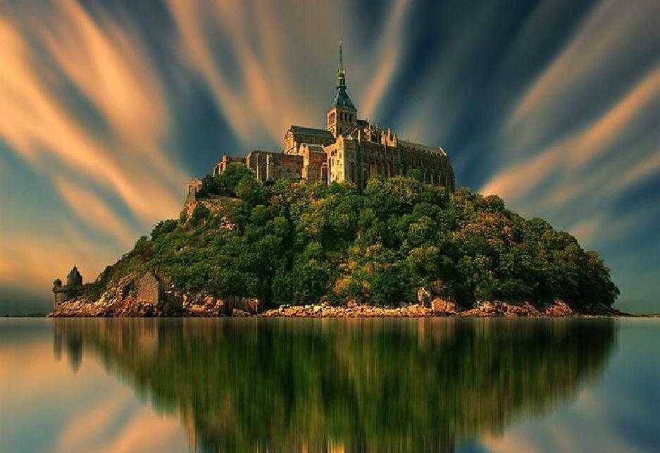 Mont-Saint-Michel Surreal