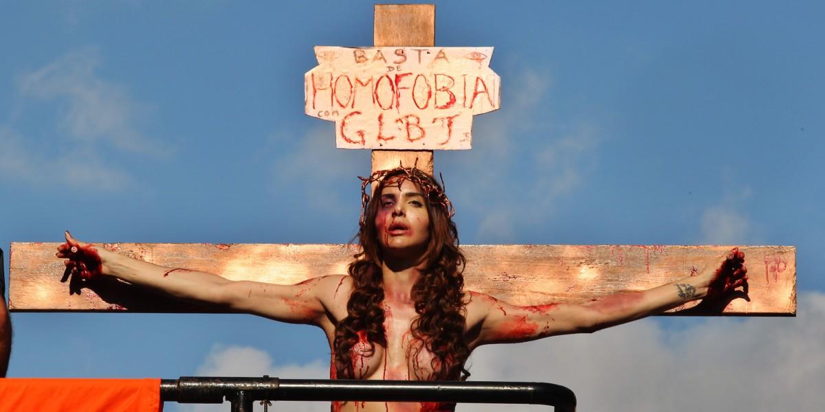 """Sobre o transexual """"crucificado"""" na Parada Gay2015"""