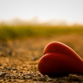 lonely_mood_sad_alone_sadness_emotion_people_loneliness_Solitude_sorrow_bokeh_heart_1280x851