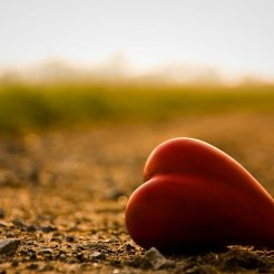 lonely_mood_sad_alone_sadness_emotion_people_loneliness_Solitude_sorrow_bokeh_heart_1280x851