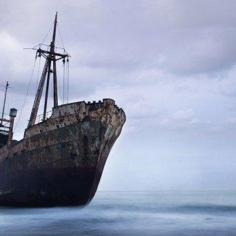 Ship_Abandon_Deserted_Rust_Beached_Ocean_1280x800