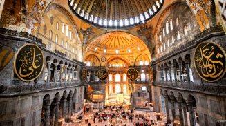 Interior da Basílica de Santa Sofia, Istambul, Turquia.