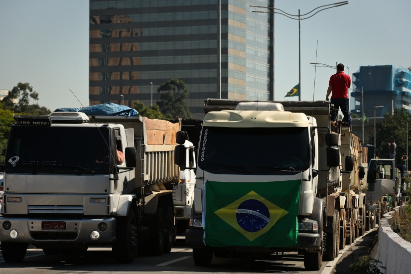 Greve dos Caminhoneiros ameaça parar oBrasil