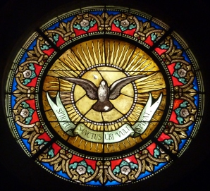 sainte-foy_chapelle_des_pc3a9nitents_blancs_de_montpellier-_oculus_du_saint-esprit_symbole_de_la_confrc3a9rie